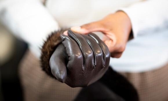 Essai d'un gant en cuir