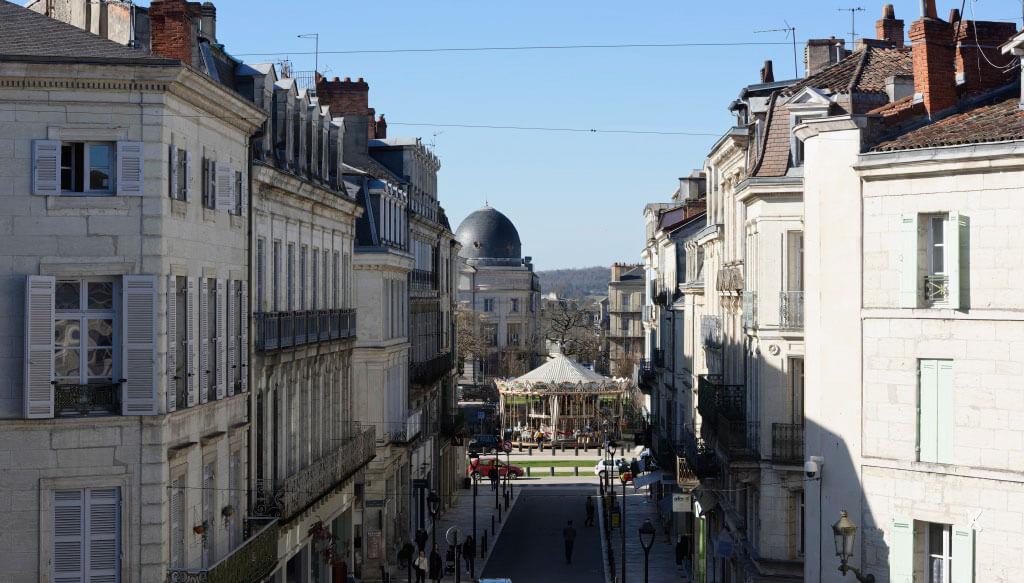 Vue plongeante sur la rue de la République à Périgueux