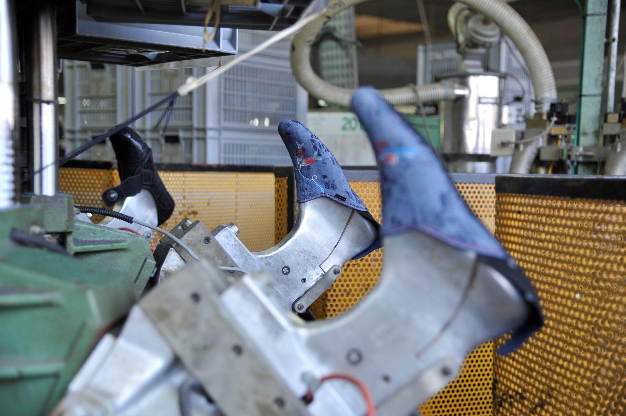ligne de fabrication artisanale de chaussons